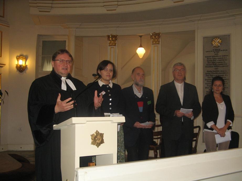 Modlitwa przyczynna członków Initiative. Od lewej: ks. Cezary Królewicz, Gabriela Siegmund z Polski, Dr Alexander Pastor z Rosji, ks. Reiner Rinne, Anna Bekefi z Węgier